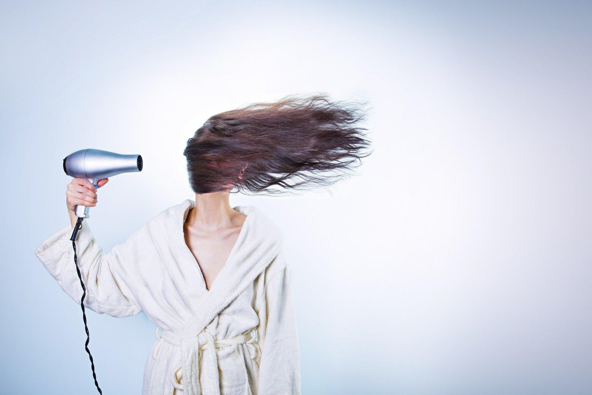 Ako dlho vám trvá fénovaní vlasov? Dostanete sa k nemu vôbec ?!