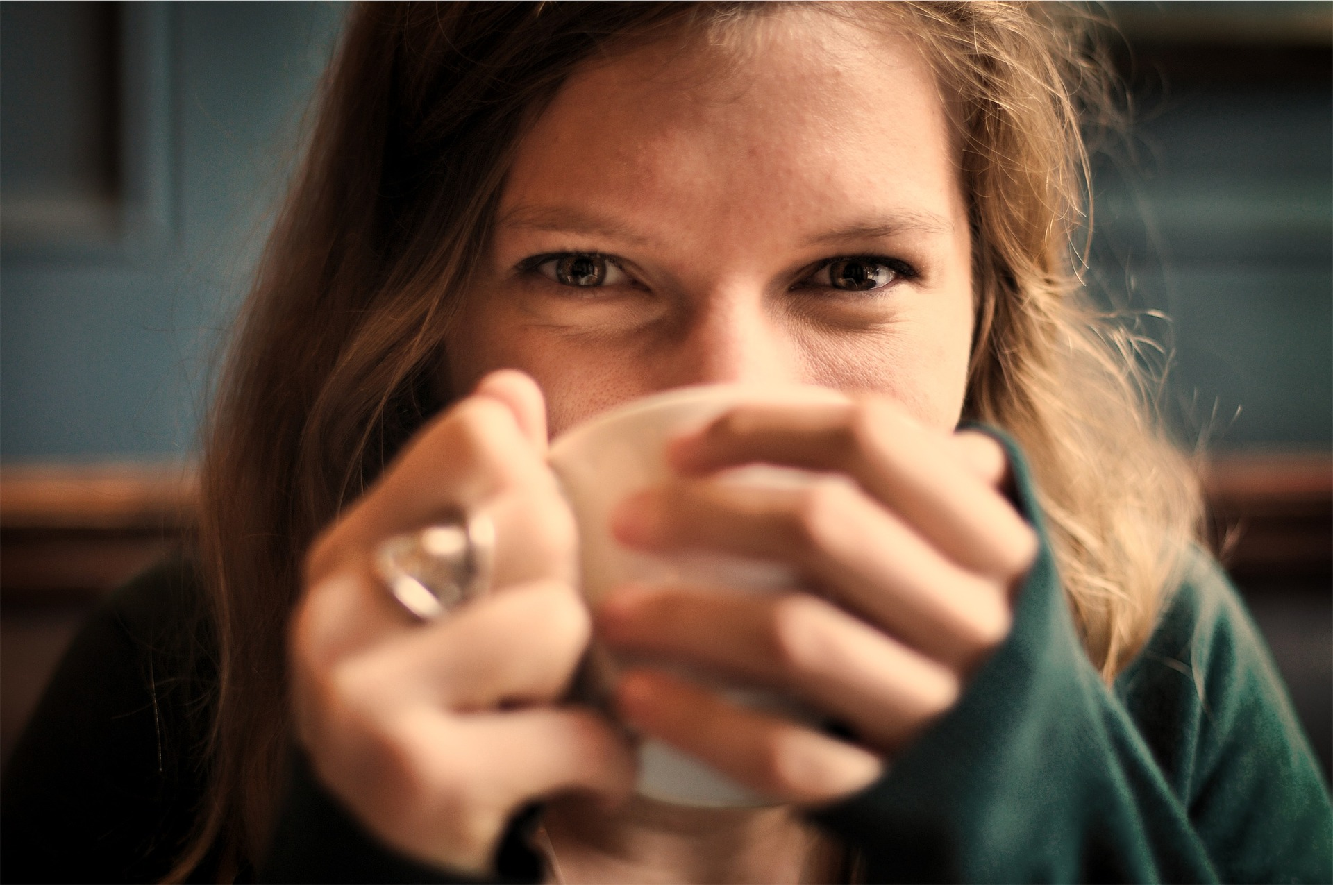 Pociťujete na sebe účinky kofeínu?