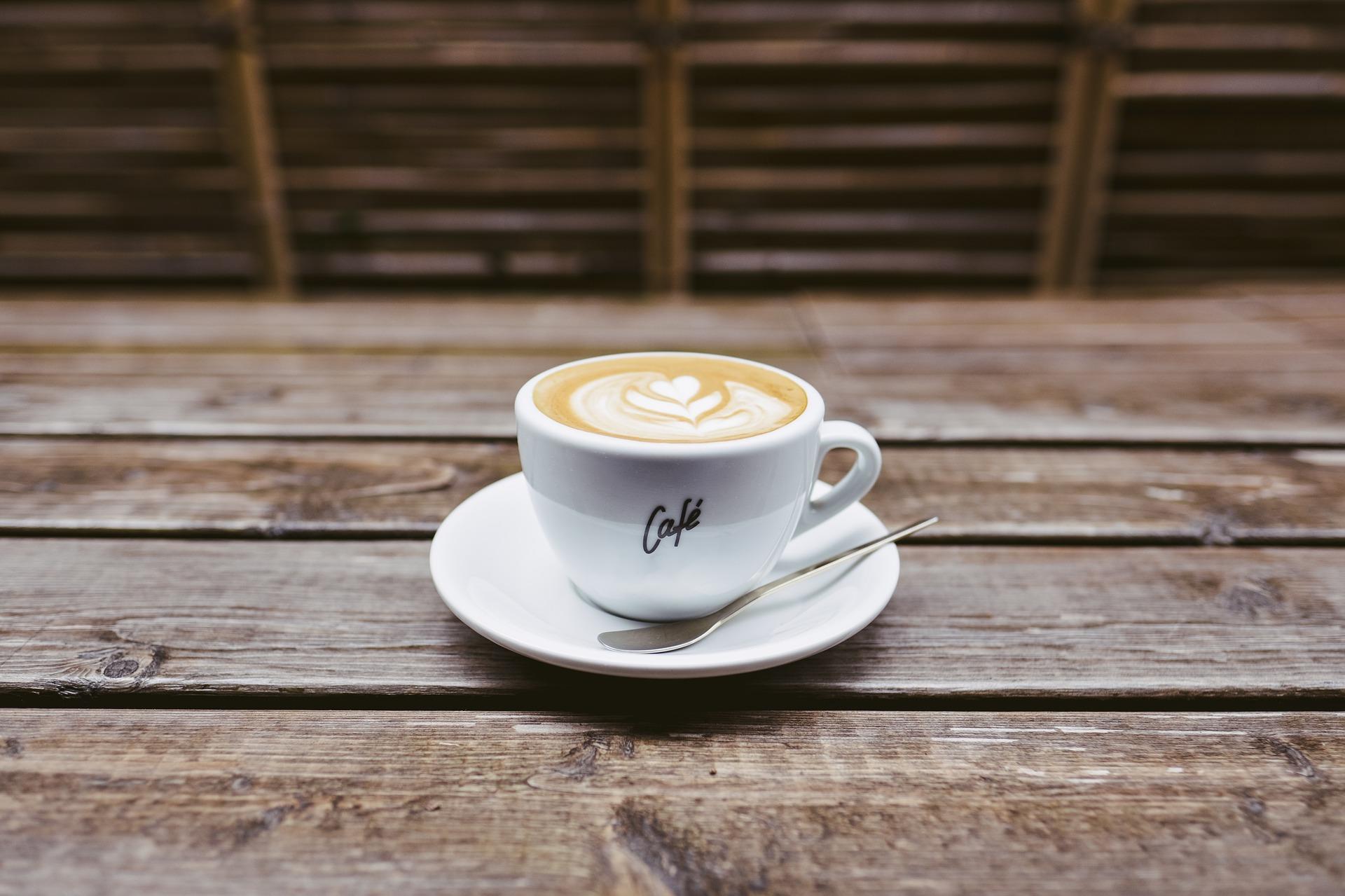 Pijete kávu?