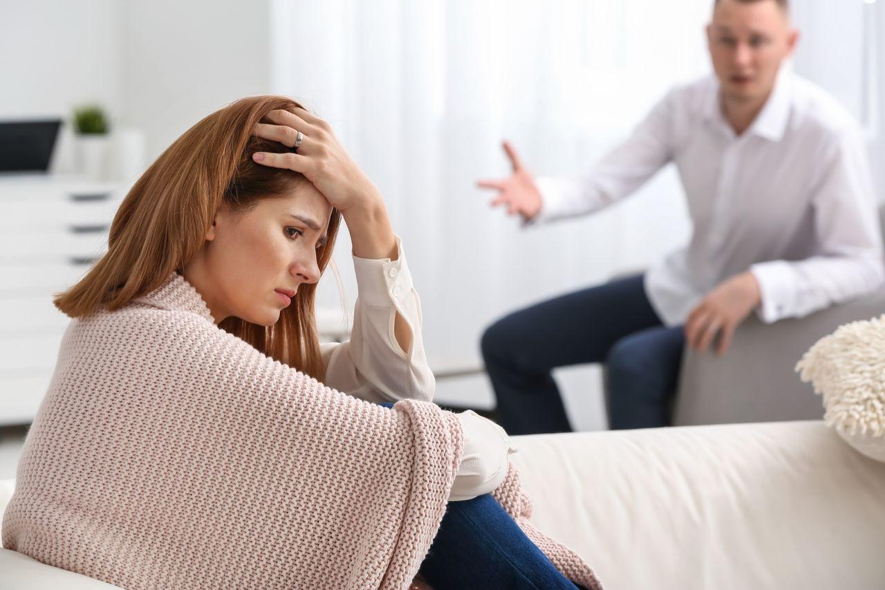 Muž datovania viac ako jednu ženu